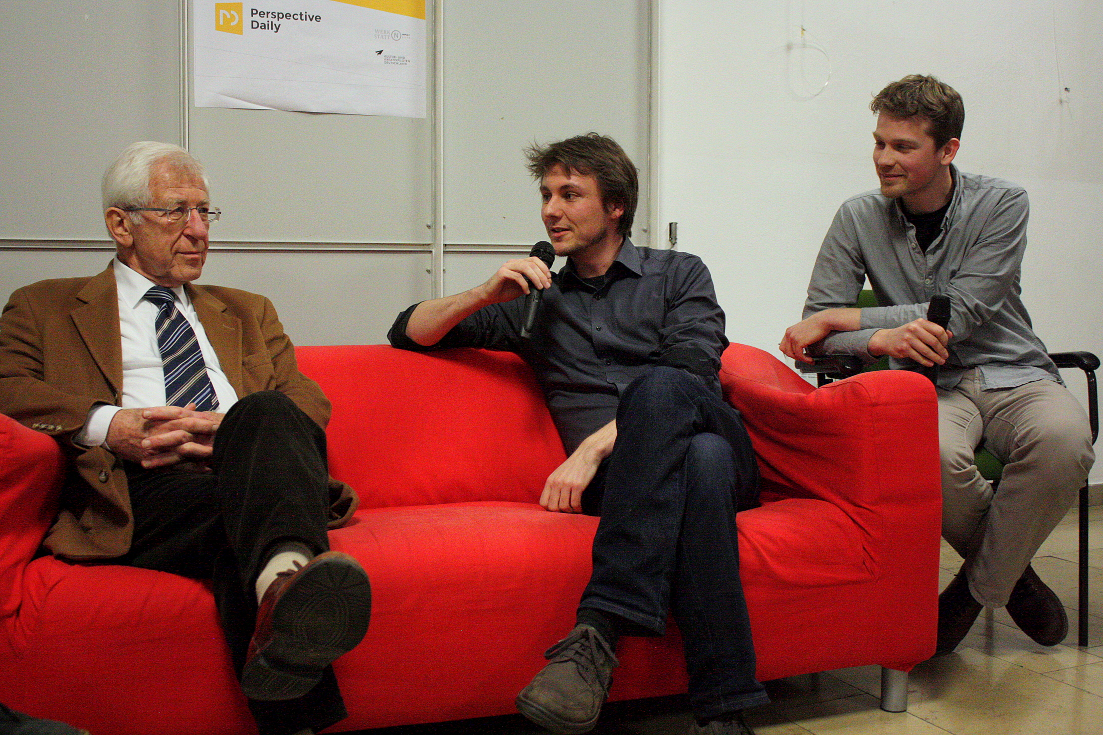 Franz Alt im Gespräch mit Bernhard Eickenberg und Han Langeslag, zwei der Gründer von Perspective Daily